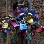 Lovers' locks